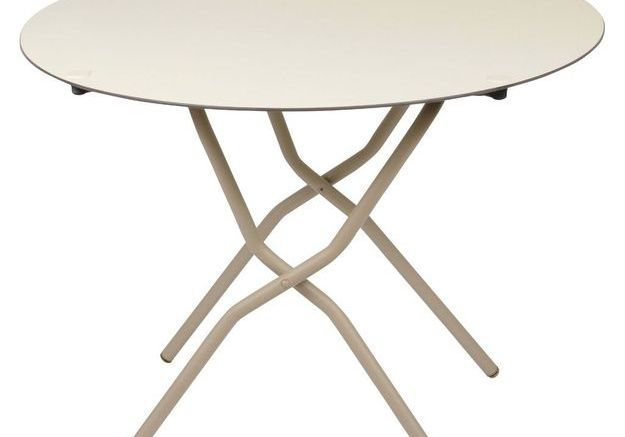 Une table ronde pliante
