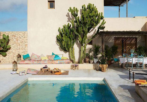 Une terrasse avec piscine comme une invitation au voyage