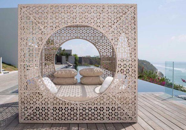 Une terrasse avec piscine qui se veut très cosy