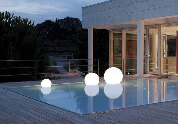 Un accessoire de piscine Acquaglobo