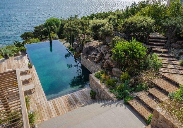 Après n°3 : une piscine à débordement face à la mer