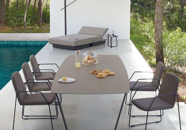 Une table de jardin design