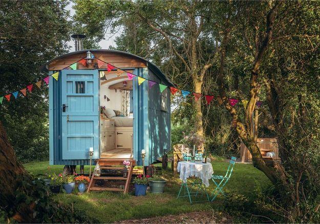 Airbnb : roulottes, granges, maisons-dômes… les étonnants logements tendance de 2019