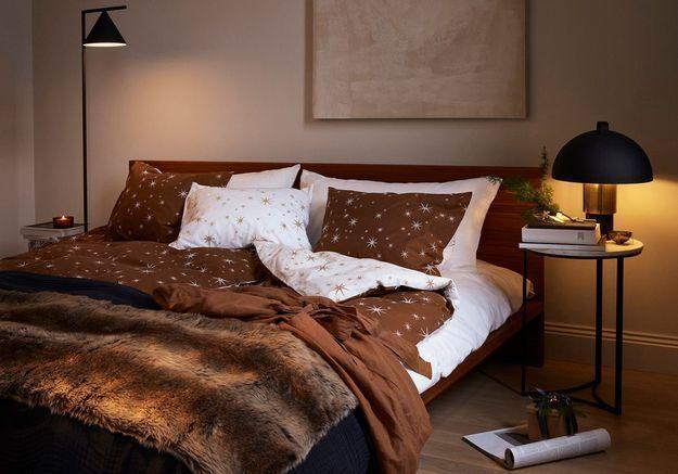 L'idée qu'on pique à la collection Noël H&M Home : opter pour du linge de lit céleste