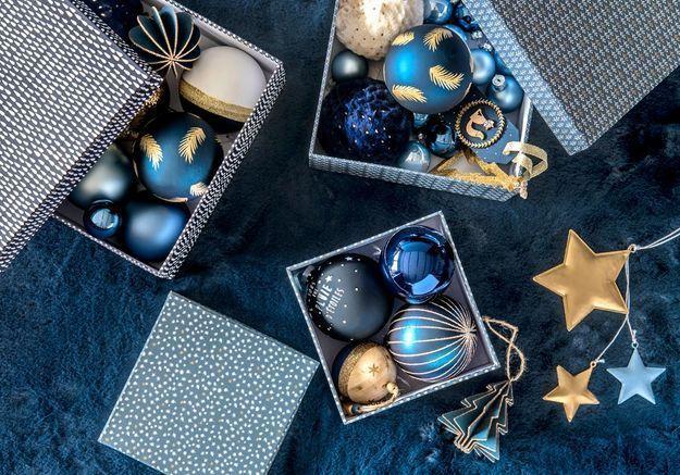 L'idée qu'on pique à la collection Noël Maisons du Monde : remplir des boîtes de boules de Noël