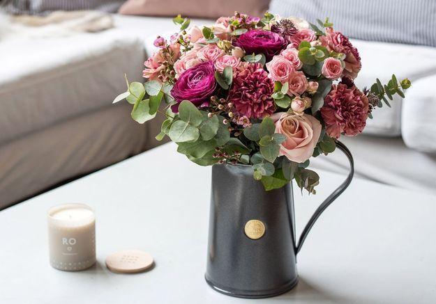 Un bouquet de fleurs rose pâle