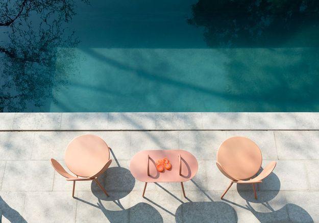 Du mobilier outdoor rose pâle