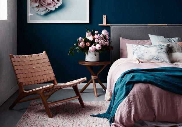 Du linge de lit rose pâle