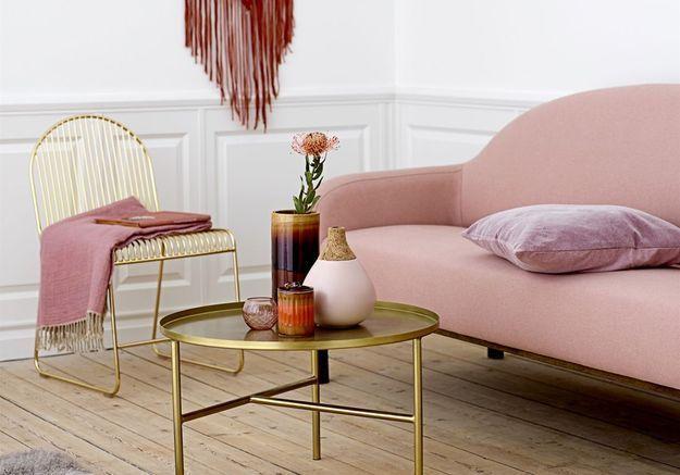 Un salon rose pâle
