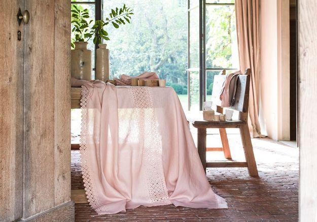 Une nappe rose pâle
