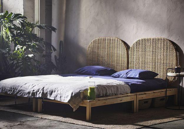 Une tête de lit en rotin et un plaid en lin pour se coucher serein(e)