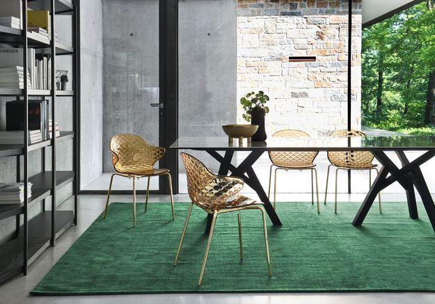 Les assises en plexiglas coloré de Calligaris