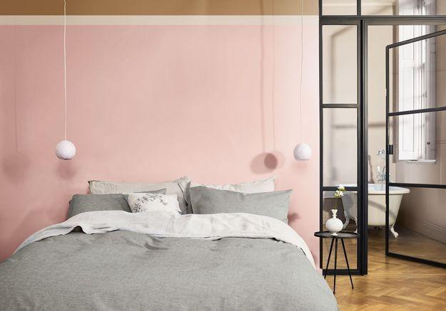 Une chambre bouton de rose, galet et miel ambré