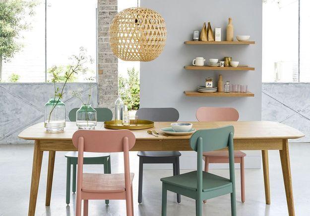 Des chaises pastel