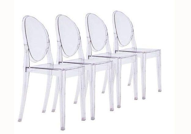 Une chaise transparente