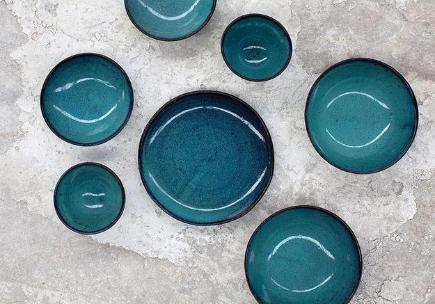 De la vaisselle en grès bleue