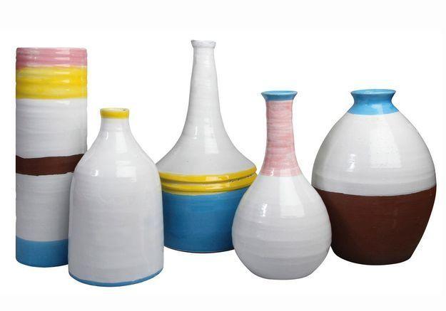 Des vases en céramique pastel