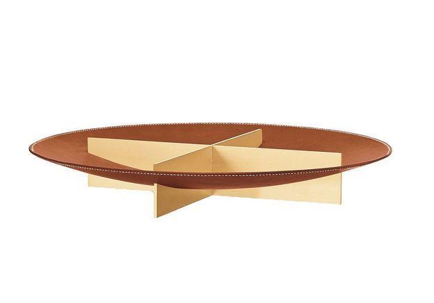 Un centre de table en cuir et laiton