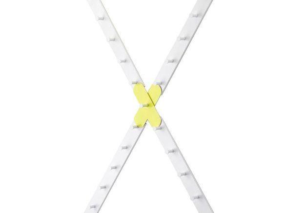 Patère design blanche et jaune