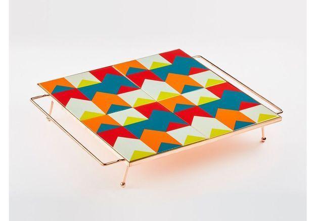 Un plateau à motifs colorés pour une déco bohème