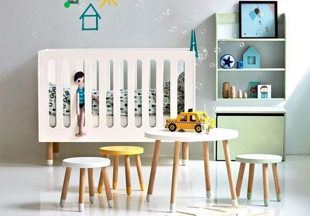 Un lit de bébé soldé Flexa Play