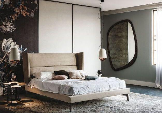 On succombe à la tête de lit en velours pour créer une chambre cosy