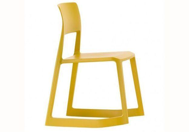 Une chambre d'enfant jaune moutarde