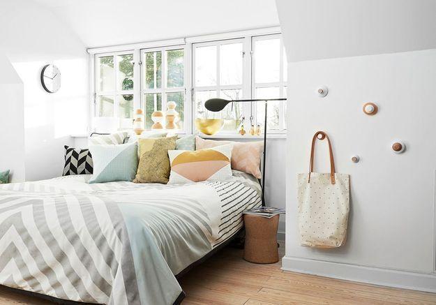 Fixez des patères sympas à l'un des murs de la chambre