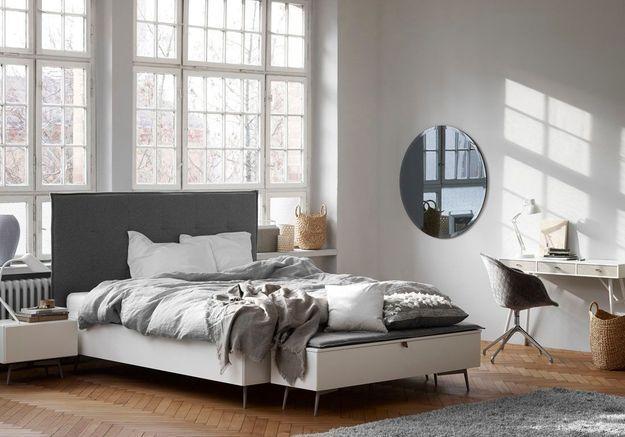 Placez un banc en guise de bout de lit dans la chambre
