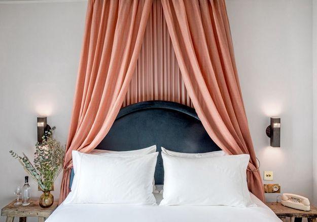 Une tête de lit version ciel de lit