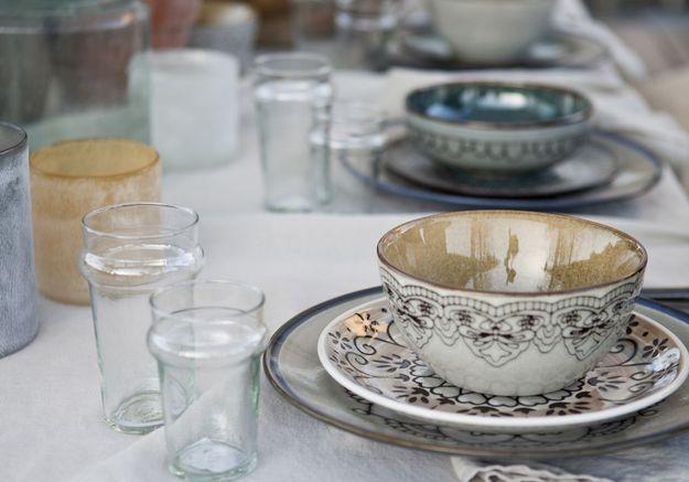 Déco de table pas chère : de la vaisselle dépaysante
