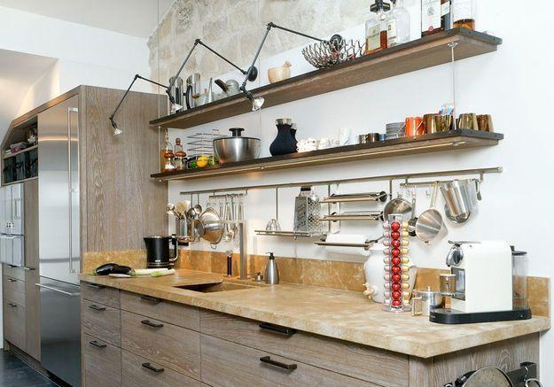 Une cuisine campagne et son plan de travail en marbre