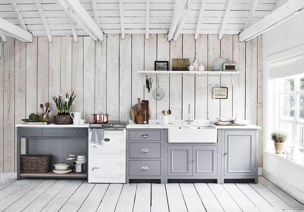 Une cuisine campagne tout en camaïeu de gris