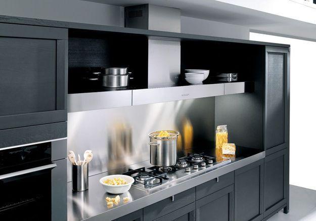 Meuble de cuisine : des espaces de rangement au-dessus de la hotte