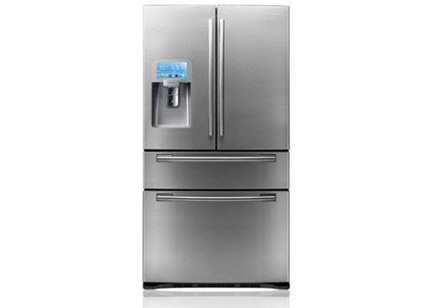 Un réfrigérateur avec écran interactif