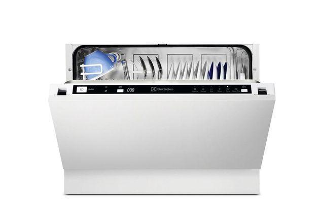 Un petit lave-vaisselle encastrable