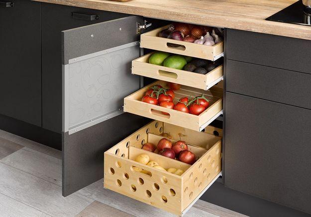 Des placards de cuisine pratiques qui permettent de trier les légumes
