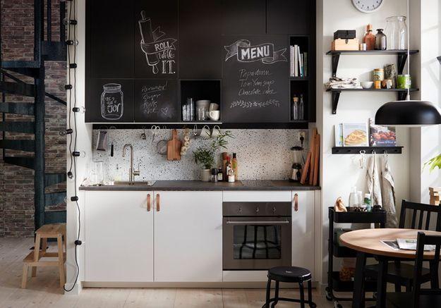 Habillez vos placards d'un revêtement ardoise dans la cuisine
