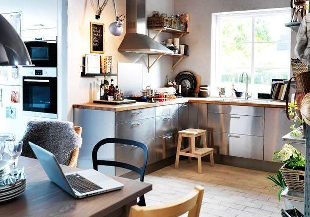 Une cuisine en bois et en inox