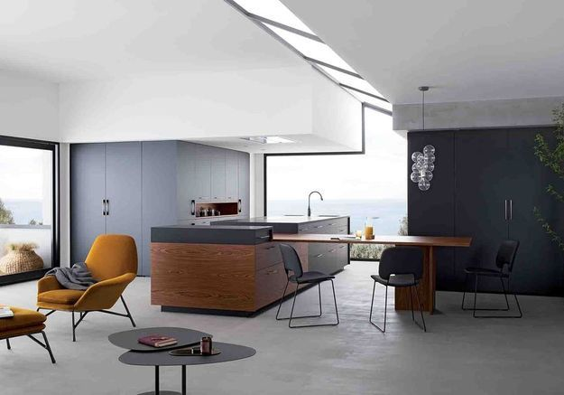 Une cuisine ouverte bicolore