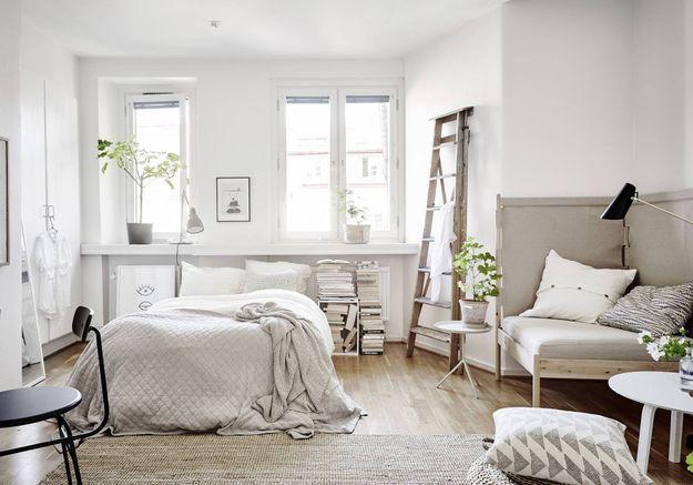 Aménager un studio en total look beige et blanc