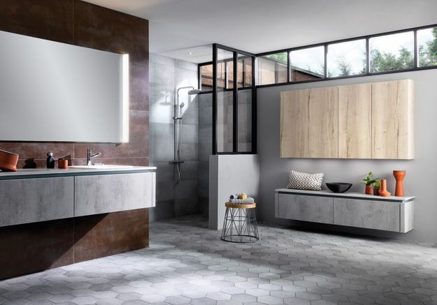 Une salle de bains avec tomettes grises !