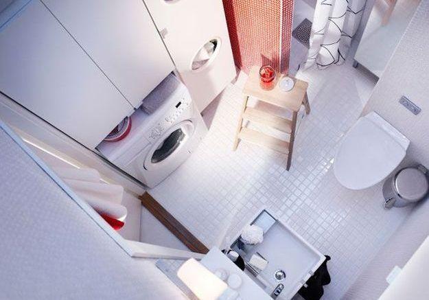 Une petite salle de bains carrée