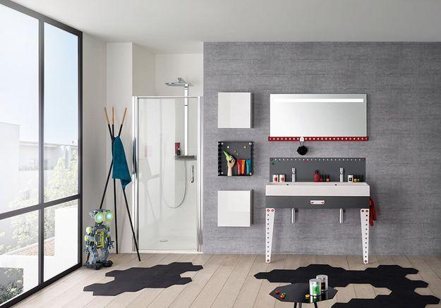 Salle de bains pour enfant avec des meubles esprit Lego