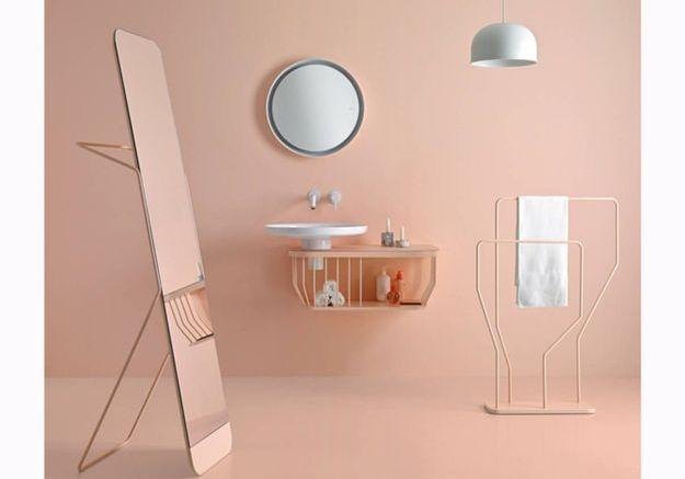 Salle de bains design d'une seule couleur