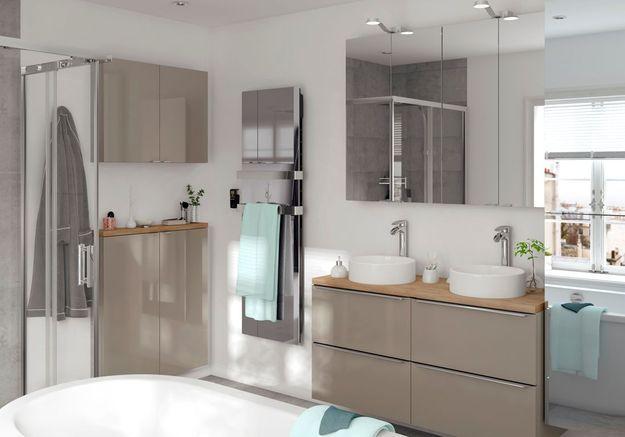 Une salle de bains Castorama qui mixe les facades de meubles taupes et miroirs