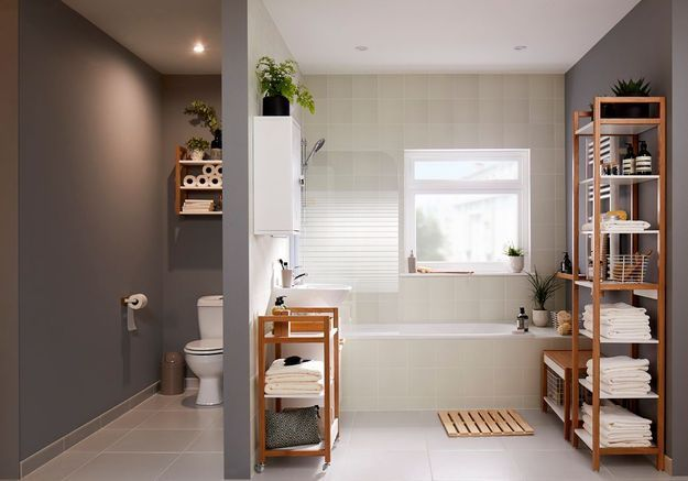 Une salle de bains Castorama qui opte pour des rangements ouverts