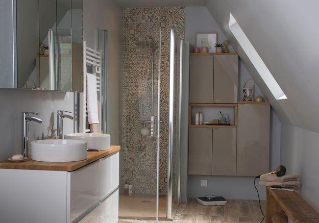 Une salle de bains Castorama qui se glisse sous les combles