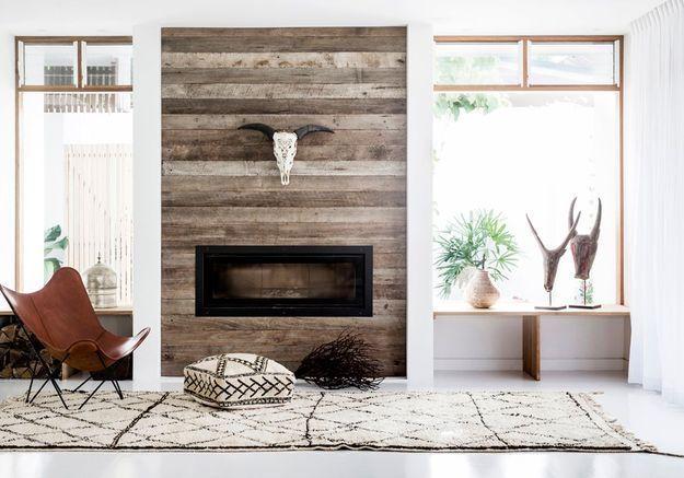 Décorer sa cheminée avec un revêtement effet bois