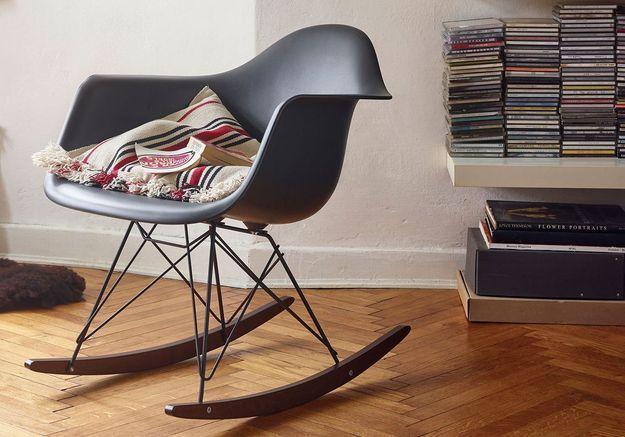 """Fauteuil design """"Eames Plastic Armchair RAR"""" de Charles & Ray Eames"""